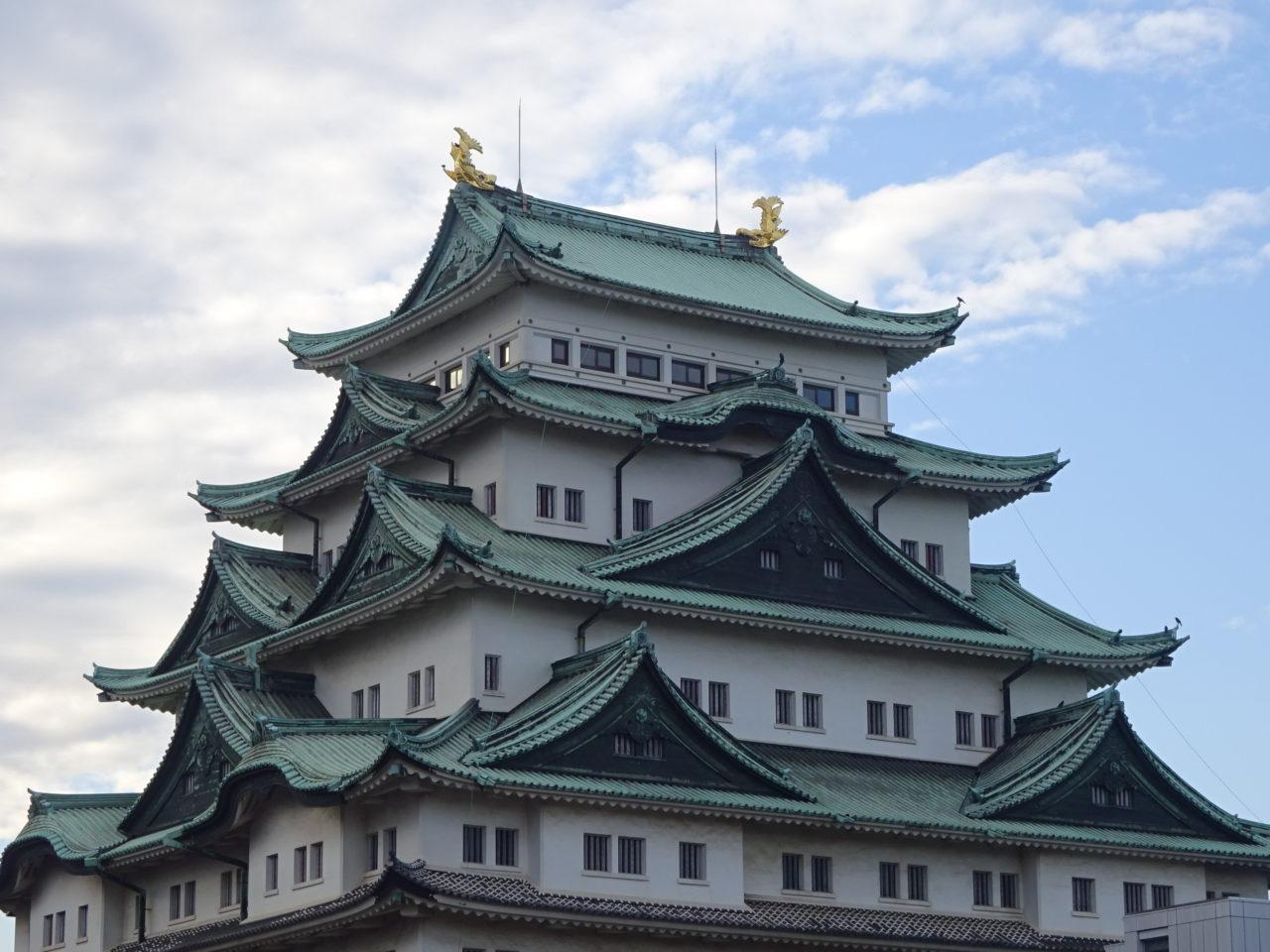 青空の下の名古屋城