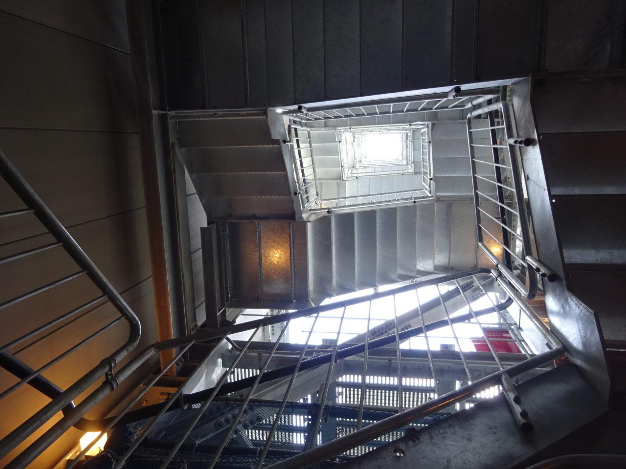 テレビ塔らせん階段